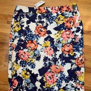 Beautiful NWT Floral pencil skirt